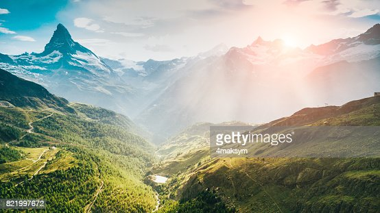 マッターホルンはスイスのツェルマット市の青い空と白い雪 : ストックフォト