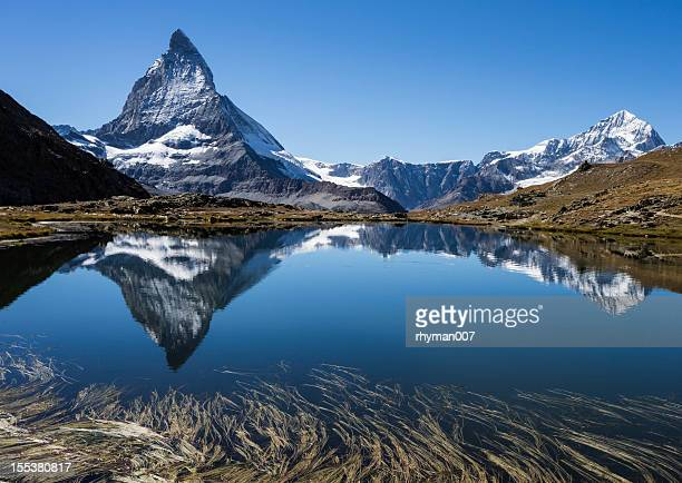 Cervin reflète dans un lac