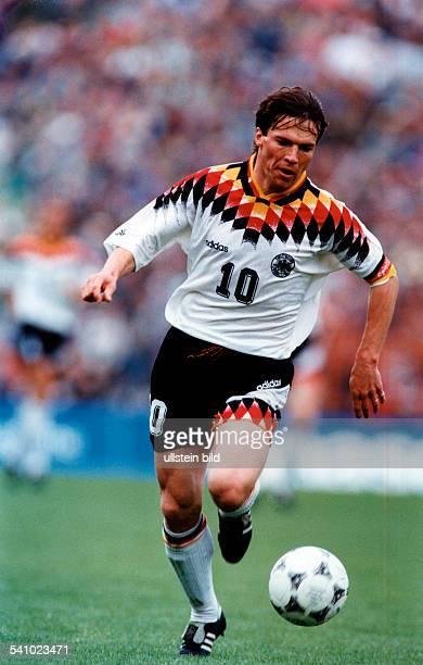 Matthaeus Lothar *Fussballspieler DSpieler der Nationalelf von 19802000Weltmeister 1990 Ganzkoerperaufnahme Szene aus dem Laenderspiel...