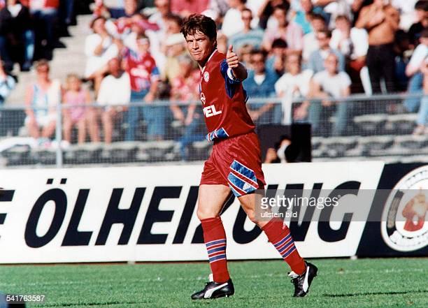 Matthaeus Lothar *Fussballspieler DSpieler der Nationalelf von 19802000Weltmeister 1990 Ganzkoerperaufnahme im Trikot des FC Bayern Muenchen...