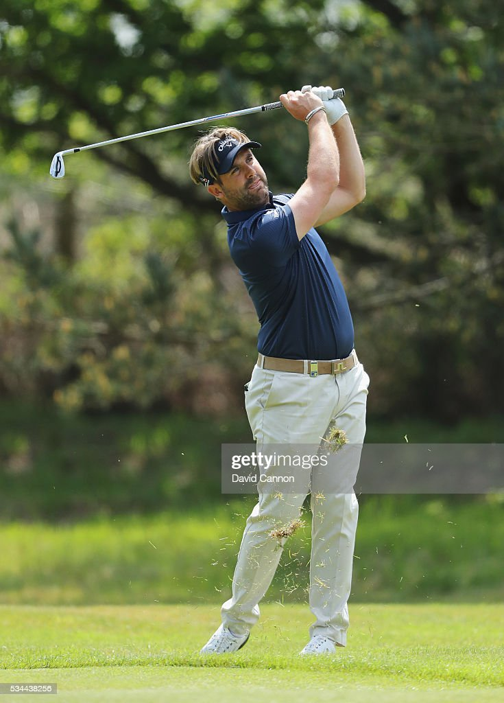 <a gi-track='captionPersonalityLinkClicked' href=/galleries/search?phrase=Matthew+Baldwin&family=editorial&specificpeople=2941054 ng-click='$event.stopPropagation()'>Matthew Baldwin</a> of England hits his 2nd shot on the 9th hole during day one of the BMW PGA Championship at Wentworth on May 26, 2016 in Virginia Water, England.