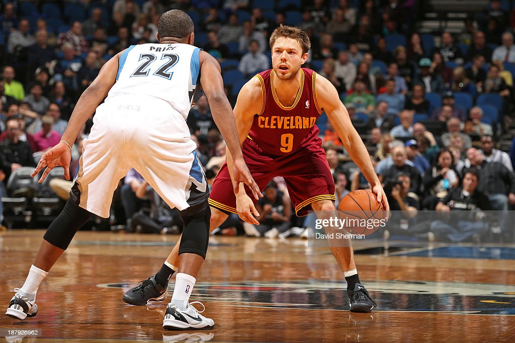 Matthew Dellavedova #9 of the Cleveland Cavaliers dribbles the ball against the Minnesota Timberwolves on November 13, 2013 at Target Center in Minneapolis, Minnesota.
