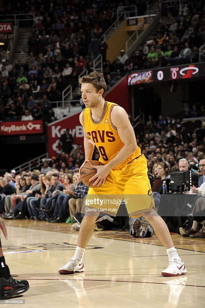 <a gi-track='captionPersonalityLinkClicked' href=/galleries/search?phrase=Matthew+Dellavedova&family=editorial&specificpeople=5948739 ng-click='$event.stopPropagation()'>Matthew Dellavedova</a> #8 of the Cleveland Cavaliers handles the ball against the Miami Heat at The Quicken Loans Arena on November 27, 2013 in Cleveland, Ohio.