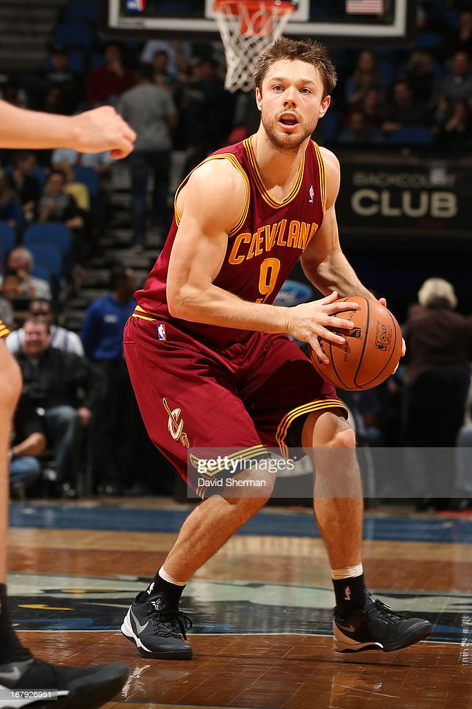 Matthew Dellavedova #9 of the Cleveland Cavaliers passes the ball against the Minnesota Timberwolves on November 13, 2013 at Target Center in Minneapolis, Minnesota.