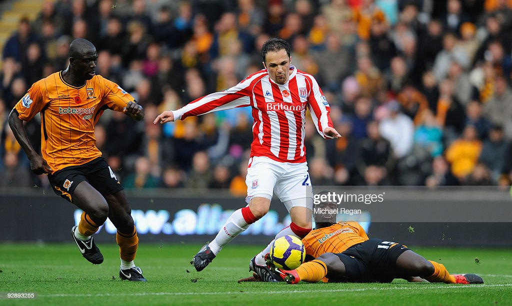 <a gi-track='captionPersonalityLinkClicked' href=/galleries/search?phrase=Matthew+Etherington&family=editorial&specificpeople=221361 ng-click='$event.stopPropagation()'>Matthew Etherington</a> of Stoke is tackled by <a gi-track='captionPersonalityLinkClicked' href=/galleries/search?phrase=Seyi+Olofinjana&family=editorial&specificpeople=2187611 ng-click='$event.stopPropagation()'>Seyi Olofinjana</a> and <a gi-track='captionPersonalityLinkClicked' href=/galleries/search?phrase=Bernard+Mendy&family=editorial&specificpeople=661868 ng-click='$event.stopPropagation()'>Bernard Mendy</a> during the Barclays Premier League match between Hull City and Stoke City at the KC Stadium on November 8, 2009 in Hull, England.