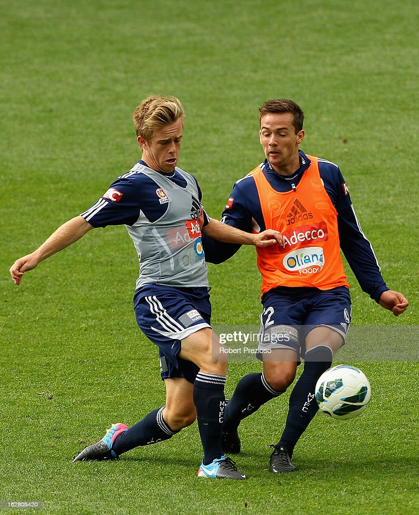 Matthew Foschini (R) passes the ball during a Melbourne Victory A-League training session at AAMI Park on February 28, 2013 in Melbourne, Australia.