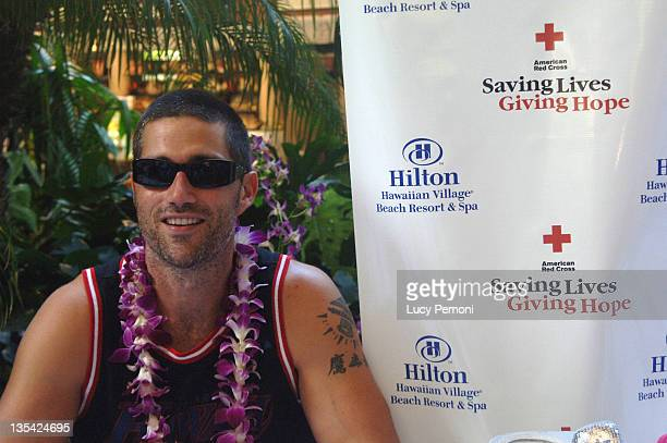 Matthew Fox during Cast of 'Lost' Raises Money for American Cross Hurricane Katrina Relief Fund in Honolulu at in Honolulu Hawaii United States
