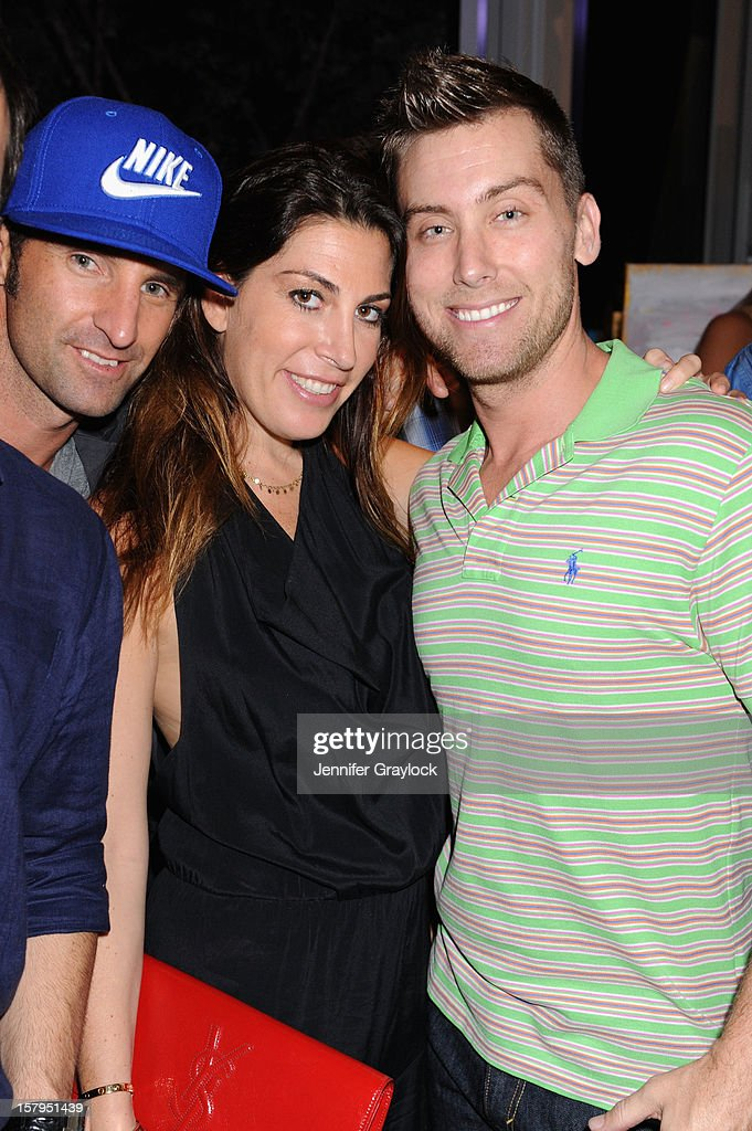 Matthew Halliday (L) and <a gi-track='captionPersonalityLinkClicked' href=/galleries/search?phrase=Lance+Bass&family=editorial&specificpeople=210566 ng-click='$event.stopPropagation()'>Lance Bass</a> (R) attend the Domingo Zapata Installation at The W hosted by Haute Living and Hublot at SLS South Beach on December 7, 2012 in Miami, United States.