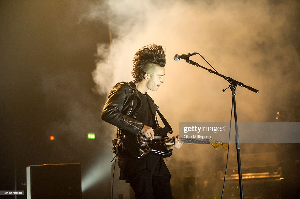 <a gi-track='captionPersonalityLinkClicked' href=/galleries/search?phrase=Matthew+Healy&family=editorial&specificpeople=10172163 ng-click='$event.stopPropagation()'>Matthew Healy</a> of The 1975 performs on stage at Brixton Academy on January 9, 2014 in London, United Kingdom.