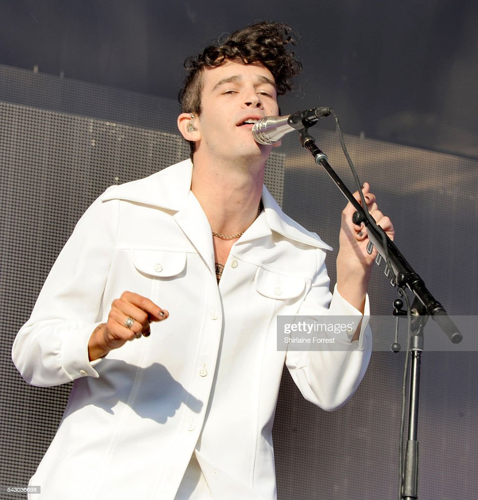 <a gi-track='captionPersonalityLinkClicked' href=/galleries/search?phrase=Matthew+Healy&family=editorial&specificpeople=10172163 ng-click='$event.stopPropagation()'>Matthew Healy</a> of The 1975 performs on The Other Stage at Glastonbury Festival 2016 at Worthy Farm, Pilton on June 25, 2016 in Glastonbury, England.