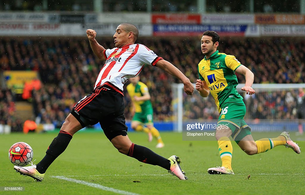 Matthew Jarvis of Norwich City chases down <a gi-track='captionPersonalityLinkClicked' href=/galleries/search?phrase=Wahbi+Khazri&family=editorial&specificpeople=7211185 ng-click='$event.stopPropagation()'>Wahbi Khazri</a> of Sunderland during the Barclays Premier League match between Norwich City and Sunderland at Carrow Road on April 16, 2016 in Norwich, England.