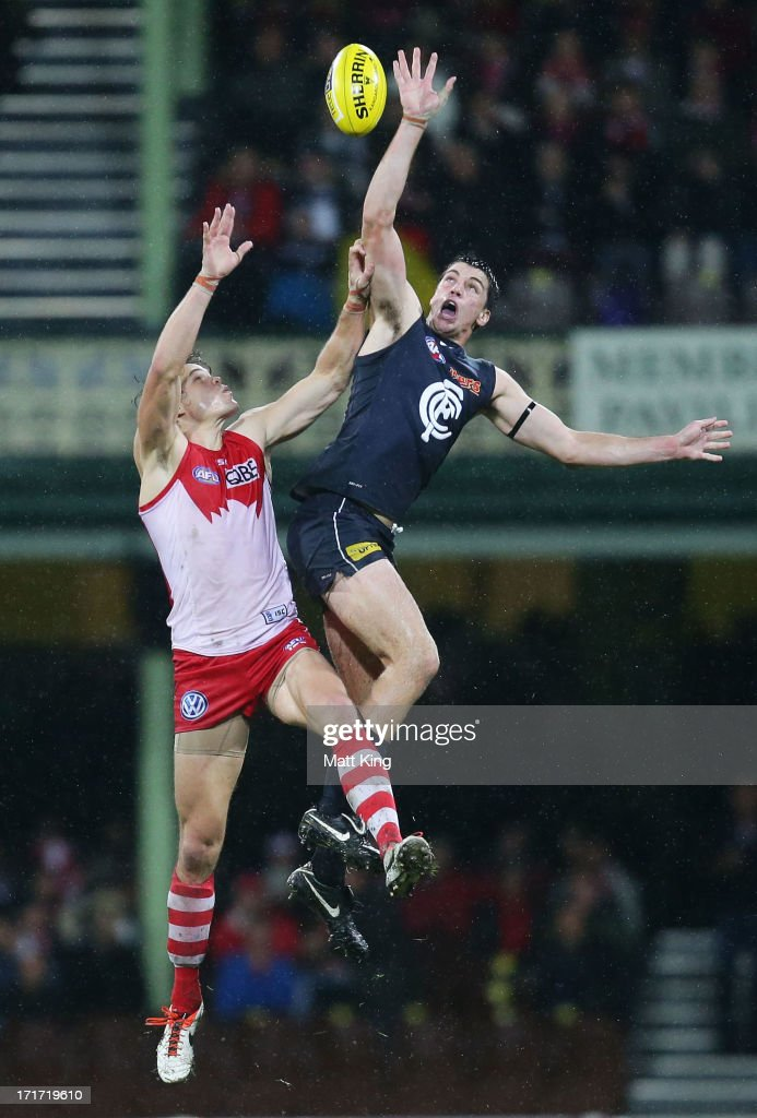 Matthew Kreuzer of the Blues is challenged by Mike Pyke of the Swans during the round 14 AFL match between the Sydney Swans and the Carlton Blues at SCG on June 28, 2013 in Sydney, Australia.