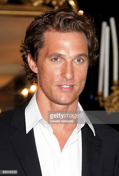 Matthew McConaughey poses in the prive prior the Dolce Gabbana fashion show at Milan Fashion Week Spring/Summer 2009 on September 25 2008 in Milan...