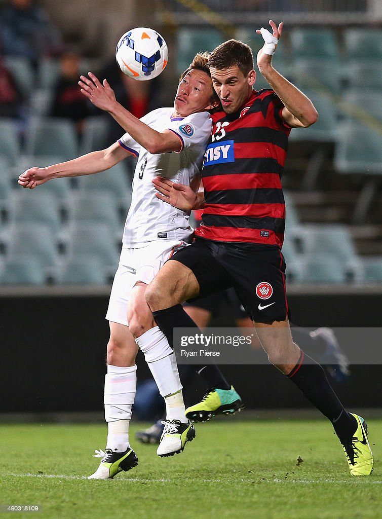Matthew Spiranovic of the Wanderers competes for the ball against <a gi-track='captionPersonalityLinkClicked' href=/galleries/search?phrase=Naoki+Ishihara&family=editorial&specificpeople=6849862 ng-click='$event.stopPropagation()'>Naoki Ishihara</a> of Sanfrecce Hiroshima during the AFC Asian Champions League match between the Western Sydney Wanderers and Sanfrecce Hiroshima at Pirtek Stadium on May 14, 2014 in Sydney, Australia.