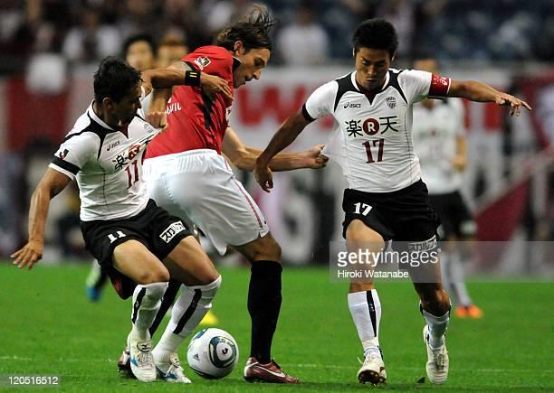Matthew Spiranovic of Urawa Red Diamonds battles for the ball with Popo and Takayuki Yoshida of Vissel Kobe during the JLeague match between Urawa...