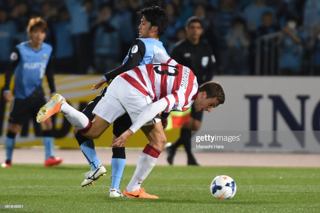 Matthew Spiranovic #13 of Western Sydney Wanderers and Ryota Oshima #16 of Kawasaki Frontale compete for the ball during the AFC Champions League Group H match between Kawasaki Frontale and Western Sydney Wanderers at Todoroki Stadium on April 1, 2014 in Kawasaki, Japan.