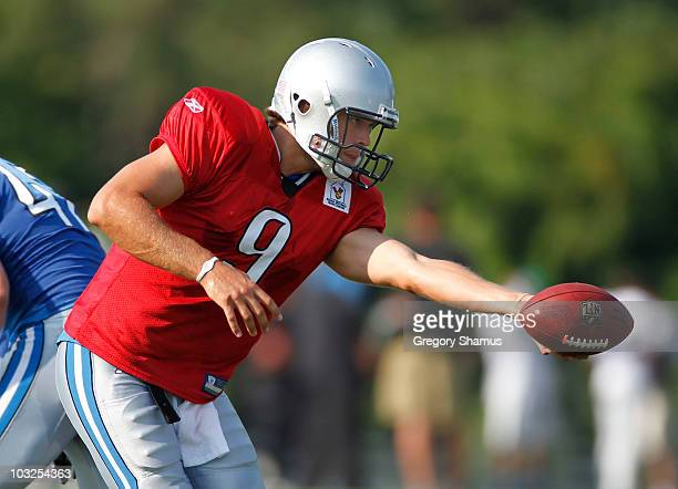 Matthew Stafford of the Detroit Lions gets ready to hand off during training camp at the Detroit Lions Headquarters and Training Facility on August 5...