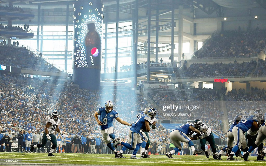 <a gi-track='captionPersonalityLinkClicked' href=/galleries/search?phrase=Matthew+Stafford&family=editorial&specificpeople=3228634 ng-click='$event.stopPropagation()'>Matthew Stafford</a> #9 of the Detroit Lions hands off the ball to <a gi-track='captionPersonalityLinkClicked' href=/galleries/search?phrase=Ameer+Abdullah&family=editorial&specificpeople=8199967 ng-click='$event.stopPropagation()'>Ameer Abdullah</a> #21 in the third quarter during the game against the Philadelphia Eagles at Ford Field on November 26, 2015 in Detroit, Michigan. The Detroit Lions defeat the Philadelphia Eagles 45-14.