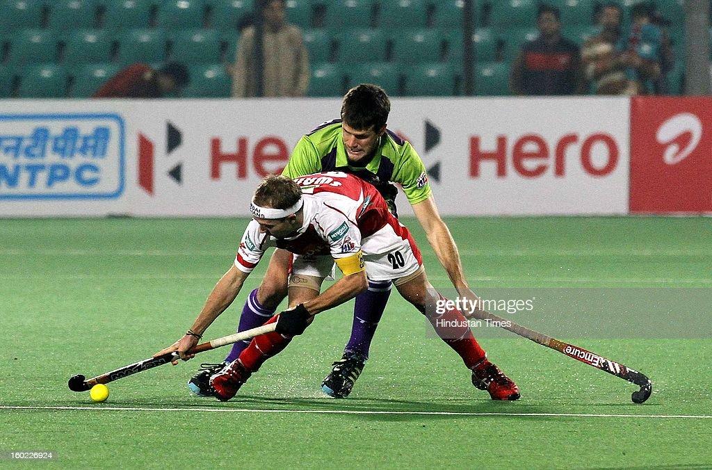 Matthew Swann captain of Mumbai Magicians negociates with Matt Gohdes of Delhi Waveriders during the Hockey India League match at Major Dhyan Chand Stadium on January 26, 2013 in New Delhi, India.