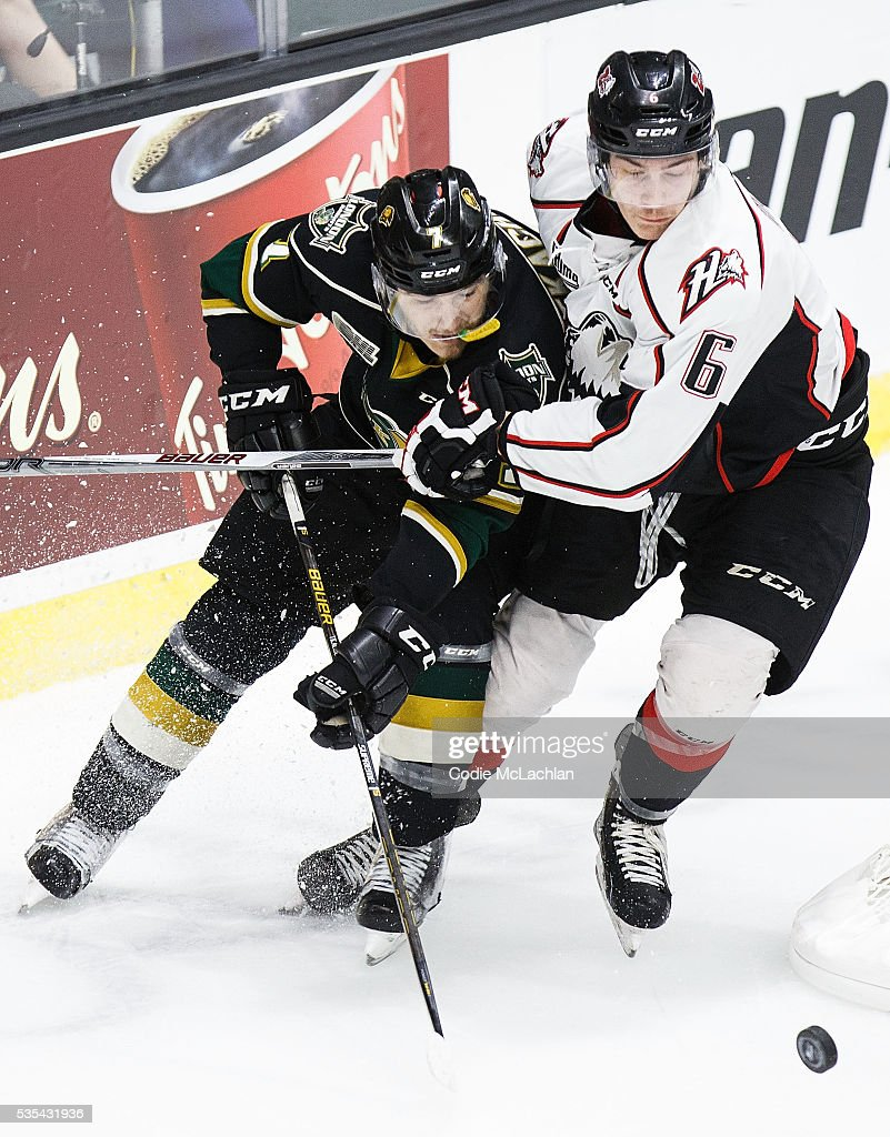 <a gi-track='captionPersonalityLinkClicked' href=/galleries/search?phrase=Matthew+Tkachuk&family=editorial&specificpeople=13659920 ng-click='$event.stopPropagation()'>Matthew Tkachuk</a> #7 of the London Knights (OHL) battles for puck possession with Philippe Myers #6 of the Rouyn-Noranda Huskies (QMJHL) during the Memorial Cup Final on May 29, 2016 at the Enmax Centrium in Red Deer, Alberta, Canada.