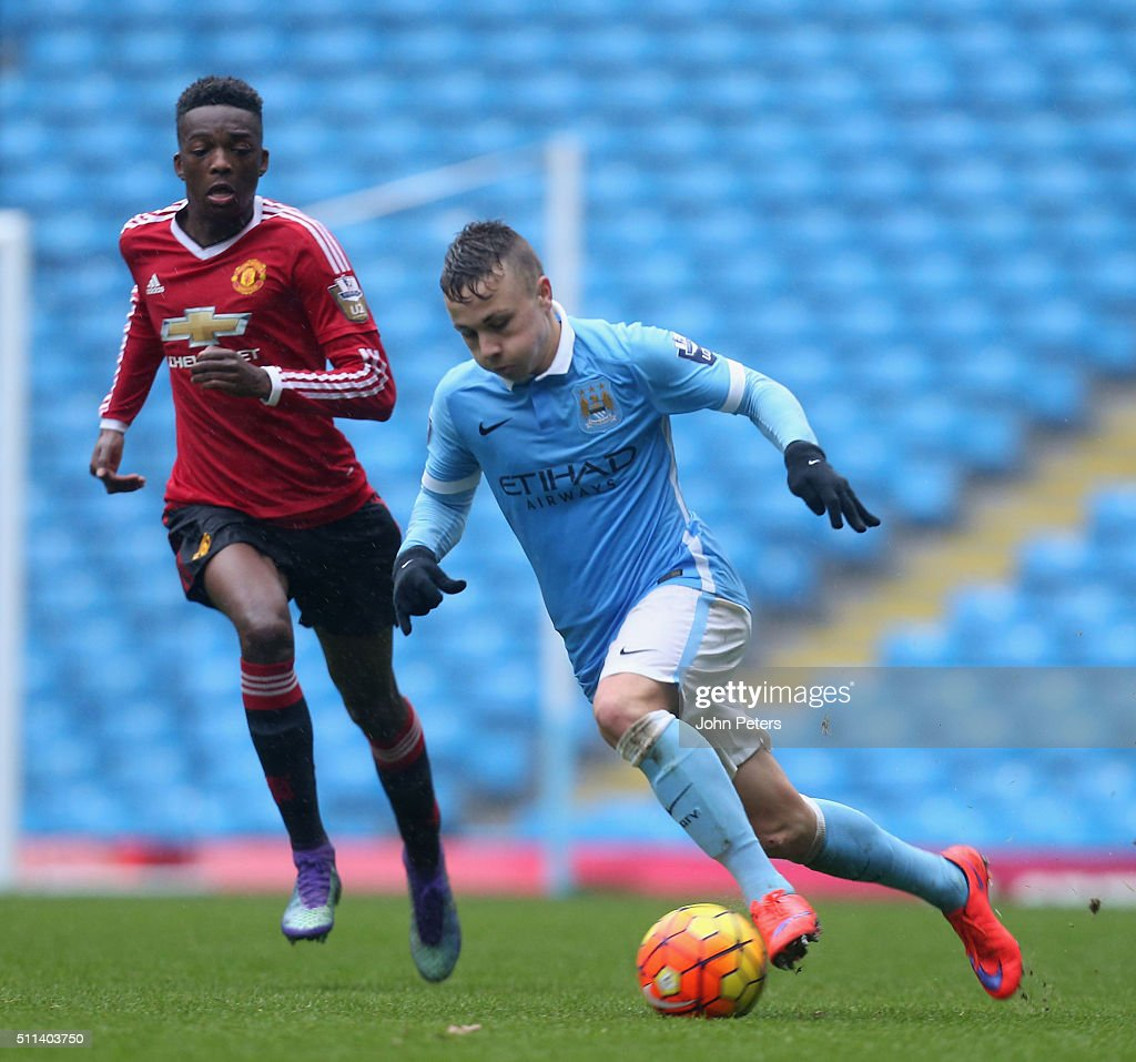 http://media.gettyimages.com/photos/matthew-willock-of-manchester-united-u21s-in-action-with-angelino-of-picture-id511403750