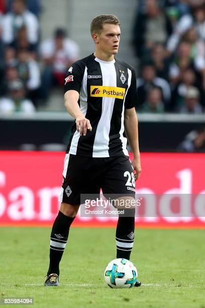 Matthias Ginter of Mnchengladbach runs with the ball during the Bundesliga match between Borussia Moenchengladbach and 1 FC Koeln at BorussiaPark on...