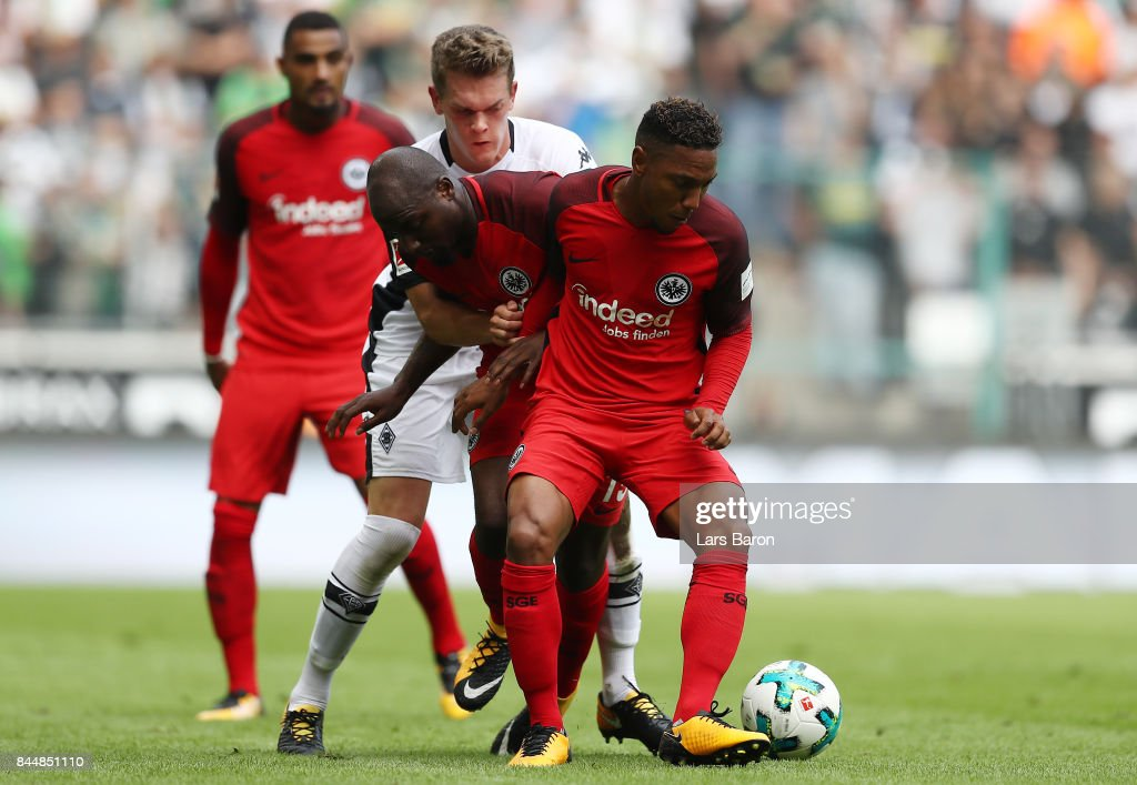 Matthias Ginter of Moenchengladbach (back) fights for the ball with Jetro Willems and Jonathan de Guzman of Frankfurt during the Bundesliga match between Borussia Moenchengladbach and Eintracht Frankfurt at Borussia-Park on September 9, 2017 in Moenchengladbach, Germany.