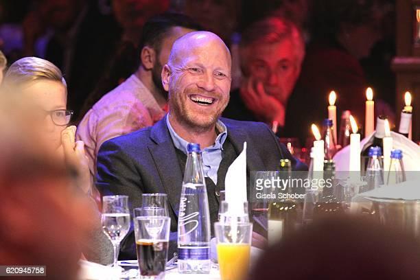 Matthias Sammer laughs during the VIP premiere of Schubeck's Teatro at Spiegelzelt on November 3 2016 in Munich Germany