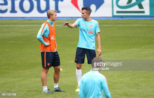 Matthijs de Ligt Robin van Persie of the Netherlands during training session on the eve of the FIFA 2018 World Cup Qualifier between France and The...
