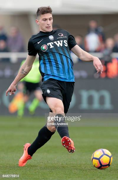Mattia Caldara of Atalanta BC in action during the Serie A match between Atalanta BC and ACF Fiorentina at Stadio Atleti Azzurri d'Italia on March 5...