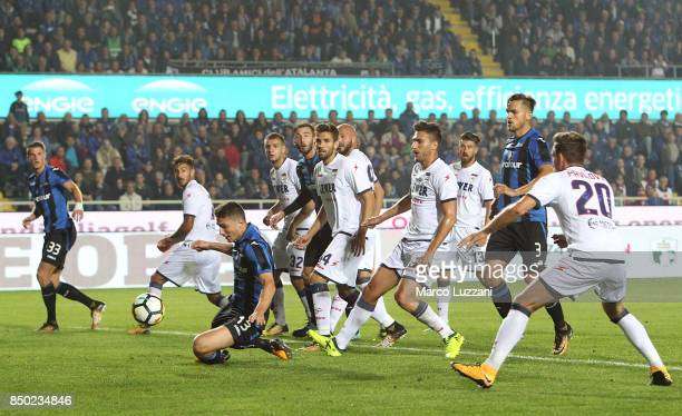Mattia Caldara of Atalanta BC scores his goal during the Serie A match between Atalanta BC and FC Crotone at Stadio Atleti Azzurri d'Italia on...