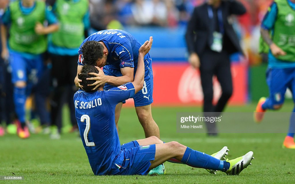<a gi-track='captionPersonalityLinkClicked' href=/galleries/search?phrase=Mattia+De+Sciglio&family=editorial&specificpeople=8709670 ng-click='$event.stopPropagation()'>Mattia De Sciglio</a> and <a gi-track='captionPersonalityLinkClicked' href=/galleries/search?phrase=Alessandro+Florenzi&family=editorial&specificpeople=7349992 ng-click='$event.stopPropagation()'>Alessandro Florenzi</a> of Italy celebrate their team's 2-0 win in the UEFA EURO 2016 round of 16 match between Italy and Spain at Stade de France on June 27, 2016 in Paris, France.