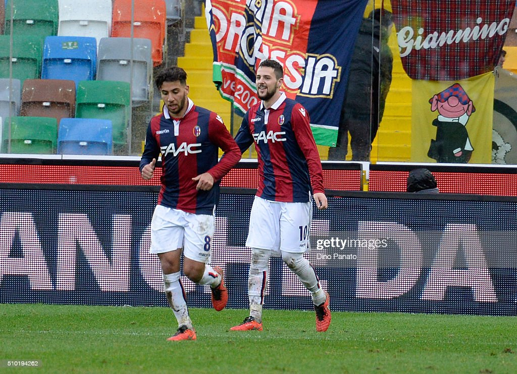 <a gi-track='captionPersonalityLinkClicked' href=/galleries/search?phrase=Mattia+Destro&family=editorial&specificpeople=5983870 ng-click='$event.stopPropagation()'>Mattia Destro</a> of Bologna FC celebrates aftert scoring his opening goal during the Serie A match between Udinese Calcio and Bologna FC at Stadio Friuli on February 14, 2016 in Udine, Italy.