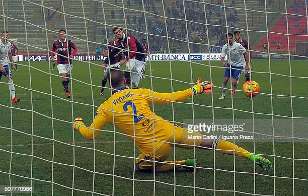 Mattia Destro of Bologna FC scores his team's third goal from the penalty spot during the Serie A match between Bologna FC and UC Sampdoria at Stadio...