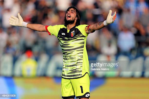 Mattia Perin of Genoa CFC gestures during the Serie A match between Empoli FC and Genoa CFC at Stadio Carlo Castellani on October 24 2015 in Empoli...