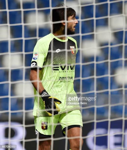 Mattia Perin of Genoa CFC in action during the Serie A match between US Sassuolo and Genoa CFC at Mapei Stadium Citta' del Tricolore on August 20...