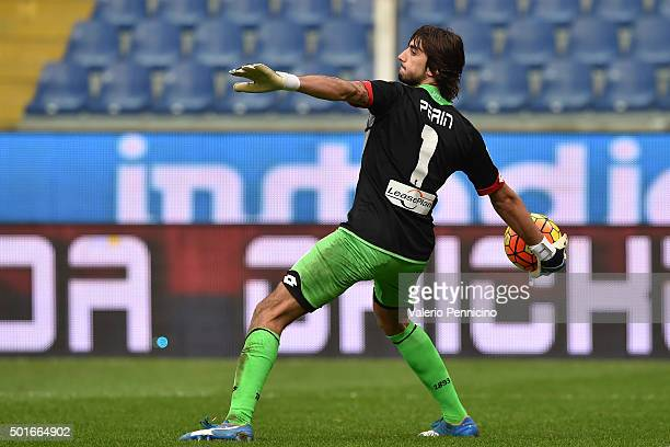 Mattia Perin of Genoa CFC throws the ball during the Serie A match betweeen Genoa CFC v Bologna FC at Stadio Luigi Ferraris on December 12 2015 in...