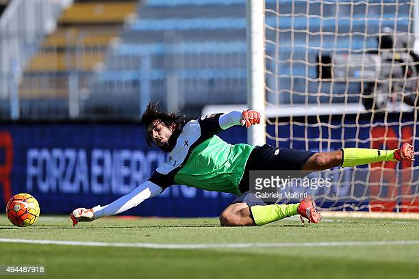 Mattia Perin of Genoa CFC warm during the Serie A match between Empoli FC and Genoa CFC at Stadio Carlo Castellani on October 24 2015 in Empoli Italy