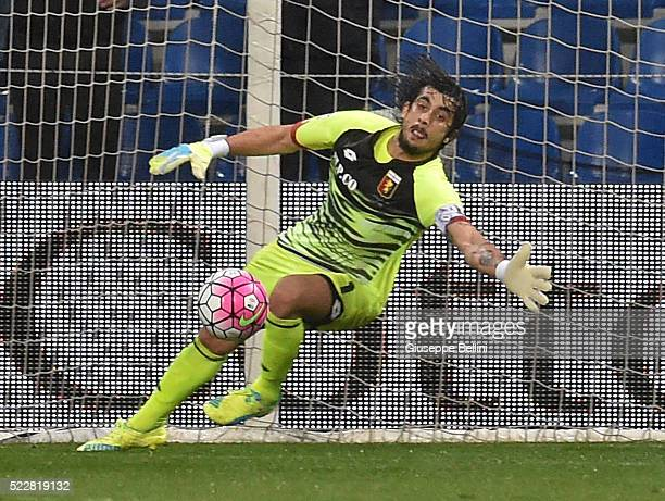 Mattia Perin of Genoa in action CFC during the Serie A match between US Sassuolo Calcio and Genoa CFC at Mapei Stadium Citta del Tricolore on April 9...