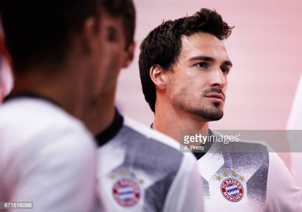 Matts Hummels of Bayern Munich prepares to warm up before the Bundesliga match between Bayern Muenchen and 1 FSV Mainz 05 at Allianz Arena on April...