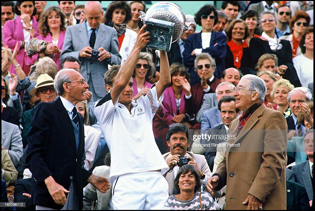 Matts Wilander with his trophy, winner of the Roland Garros tennis tournament men's final in 1985.