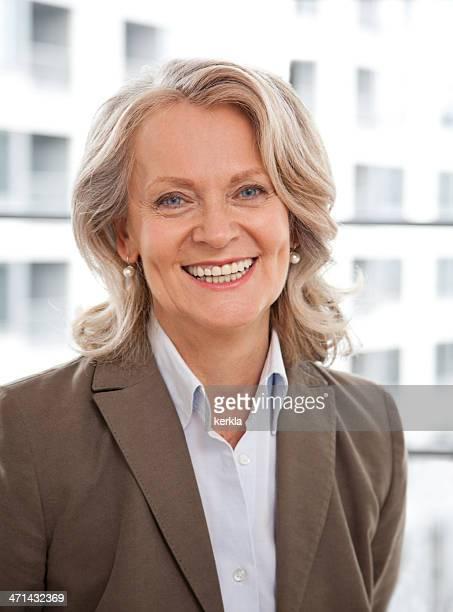 Reife Geschäftsfrau Lächeln