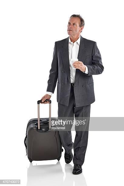 成熟したビジネスマンのビジネス旅行中