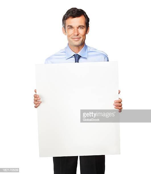 空の看板を掲げた成熟したビジネスマン