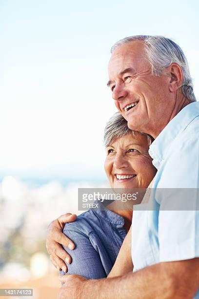 Mature couple profiter de temps à l'extérieur