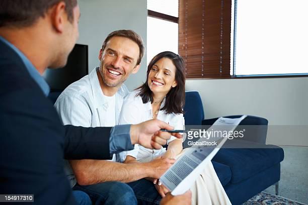 Älteres Paar immer Investitionen empfehlen
