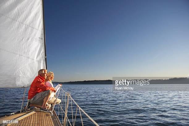 Älteres Paar, Blick auf den Horizont