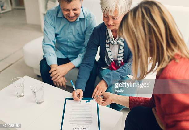 Älteres Paar Treffen mit Financial Advisor.
