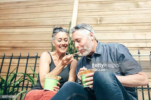 Mature Couple partage de glace