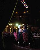 Älteres Paar Sitzen im Balkon theater, Frau